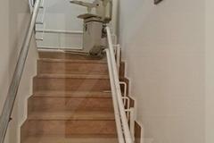 Kanyarodó lépcsőlift