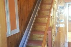 Egyenes lépcsőfelvonó meredek lépcsőre
