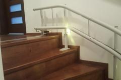 Kanyarodó lépcsőlift kifutással