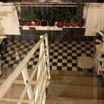 Egyenes lépcsőliftek lépcsőházban