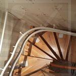 Kanyarodó lépcsőfelvonó húzott lépcsőre
