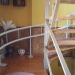 Kanyarodó széklift meredek lépcsőre szerelve