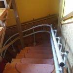 Húzott lépcsőre szerelt kanyarodó széklift